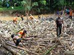 pembersihan-sungai-barabai-oleh-warga-secara-gotong-royong-di-desa-pajukungan-kabupaten-hst.jpg