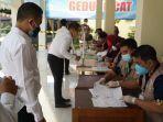 pemeriksaan-dan-registrasi-peserta-yang-akan-ikuti-tes-skd-calon-asn-di-bkpp-tabalong.jpg