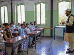 pemerintahan-taliban-di-afganistan-mulai-membuka-sekolah-untuk-anak-anak-01.jpg