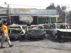penampakan-belasan-mobil-yang-dibakar-oleh-massa-di-petamburan.jpg