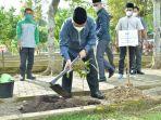 penanaman-pohon-di-areal-taman-pemakaman-muslim-terpadu.jpg