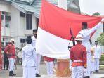 pengibaran-bendera-merah-putih-hut-ke-76-ri-di-halaman-kantor-bupati-tala.jpg