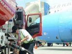 pengisian-bahan-bakar-jenis-avtur-ke-pesawat-11052021-2.jpg