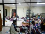 pengungsi-memenuhi-stadion-demang-lehman-sabtu-16_1_2021.jpg