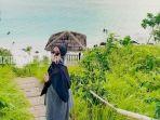 pengunjung-asal-kota-banjarbaru-di-pantai-teluk-tamiang-kotabaru-kalsel-rabu-26052021.jpg