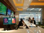pengunjung-bioskop-xxi-duta-mall-banjarmasin-nampak-memesan-tiket-untuk-menonton-film_wm.jpg