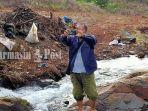 pengunjung-foto-di-kawasan-air-terjun-janda-beranak-tiga-kiram-kabupaten-banjar-kalsel-07022021.jpg