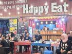 pengunjung-menikmati-sajian-suasana-mealbox-kertak-hanyar-kabupaten-banjar-26122020-3333.jpg