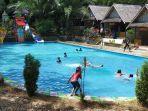 pengunjung-waterpark-di-outbond-baruh-bunga-desa-haliau-kecamatan-batubenawa-kabupaten-hst.jpg