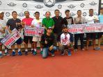 pengurus-mbc-foto-bersama-pemenang-lomba-tenis-dalam-rangka-ultah-perdana-komunitas-tersebut_20170405_194900.jpg