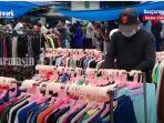 penjual-baju-di-pasar-pagi-kawasan-pasar-lima-pasar-sepeda-dan-pasar-harum-manis-banjarmasin.jpg