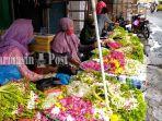 penjual-kambang-barenteng-di-pasar-sudimampir-kota-banjarmasin-kalsel-minggu-2162020.jpg