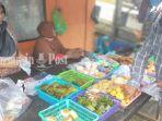 penjual-kue-khas-banjar-di-pasar-sungai-lulut-perbatasan-banjarmasin-kabupaten-banjar-kalsel.jpg