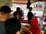 penjual-siomay-dan-batagor-di-pasar-ramadhan_20180605_192522.jpg