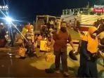 penumpang-baru-turun-dari-kapal-di-pelabuhan-trisakti-banjarmasin-kalsel-sabtu-22052021.jpg