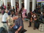 penumpang-menunggu-keberangkatan-di-bandara-syamsudin.jpg