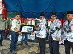 penyerahan-bantuan-1-buah-mobil-sekolah-dari-pt-adaro-indonesia-ke-kabupaten-balangan.jpg