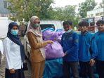 penyerahan-bantuan-sembako-hasil-donasi-warga-batangalai-untuk-korban-banjir-di-kalteng.jpg