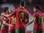 penyerang-portugal-paulinho-merayakan-golnya-bersama-rekan-satu-timnya.jpg