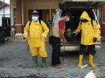 persiapan-relawan-melakukan-penyemprotan-disinfektan.jpg