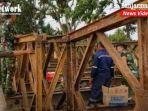 personel-denzipur-8gawi-manuntung-jembatan-bailey-jalan-trans-kalimantan-kabupaten-tala-kalsel.jpg