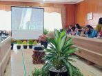 pertemuan-pejabat-dinas-perdagangan-kalsel-dan-kalteng-jumat-492020.jpg
