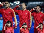 pesepak-bola-timnas-indonesia-menyanyikan-lagu-kebangsaan-saat-pertandingan.jpg