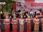 peserta-acara-deklarasi-mengenakan-baju-adat-di-tugu-soekarno-palangkaraya.jpg