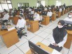 peserta-akan-menjalani-tes-di-kantor-bkn-di-kota-banjarbaru-kalsel-sabtu-04092021.jpg