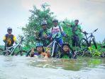 peserta-bersepeda-di-alam-tuntung-pandang-belatup-i-pelaihari-tanahalut_20171222_183847.jpg