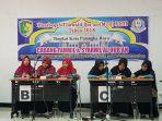 peserta-finalis-fahmil-quran-perwakilan-mts-annur-kerudung-merah-foto-bersama-di-arena-mtq-ke-43_20180306_182856.jpg