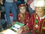 peserta-nikah-massal-malam-tahun-baru-2018_20180101_002224.jpg