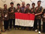 peserta-olimpiade-fisika-internasional-dari-indonesia_20180801_182232.jpg