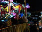 peserta-pawai-takbir-keliling-di-kota-banjarbaru_20170624_214310.jpg