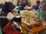 peserta-pelatihan-keterampilan-jurusan-garmen-di-blk-kabupaten-tala-kalsel-03052021.jpg