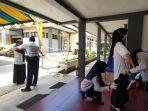 peserta-tea-skd-calon-asn-yang-dilaksanakan-di-bkpp-tabalong-jalani-pemeriksaan-badan.jpg