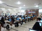 peserta-tes-skb-cpns-di-balangan-terlihat-mengisi-kursi-dan-komputer-yang-disediakan-untuk-ikuti-tes.jpg