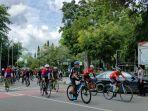 peserta-tour-de-loksado-saat-memasuki-finishm-asdf.jpg