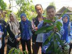 petani-antusias-belajar-cara-stek-mangga-kasturi-di-kantor-bpp-astambul-beberapa-hari-lalu.jpg
