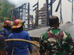 petugas-damkar-tabalong-kalsel-di-desa-bentot-tamiyang-layang-kalteng.jpg
