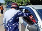 petugas-di-pos-batas-padang-panjang-kabupaten-tabalong-kamis-2152020-pagi.jpg