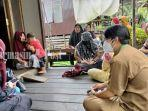 petugas-dinas-kesehatan-di-desa-datu-kuning-kecamatan-amutai-tengah-kabupaten-hsu-09032021.jpg
