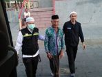 petugas-haji-membantu-jemaah-haji-asal-indonesia-yang-tersesat-di-madinah_20180723_181348.jpg