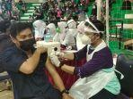 petugas-kesehatan-sedang-memberikan-pelayanan-vaksinasi-covid-19-safasd.jpg