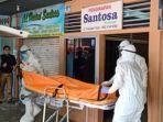 petugas-medis-mengevakuasi-jenazah-di-kandangan-kabupaten-hss-kalsel-senin-1492020.jpg
