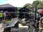 petugas-melakukan-pembasahan-di-lokasi-kebakaran-di-desa-guntung-ujung.jpg
