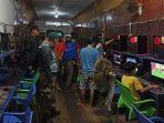 petugas-satpol-pp-kapuas-merazia-warnet-game-online.jpg