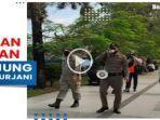 petugas-satpol-pp-membubarkan-pengunjung-lapangan-dr-murjani-asdf.jpg