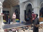 peziarah-berfoto-saat-mengunjungi-kawasan-wisata-religi-sekumpul-martapura.jpg