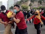 pihak-kepolisian-mengamankan-buruh-saat-memperingati-hari-buruh-internasional.jpg